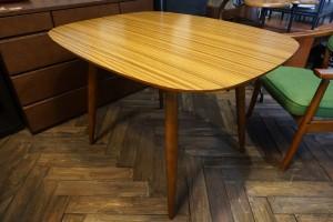 カリモク60Dテーブル
